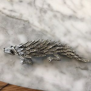 Jewelry - Moveable reptile brooch